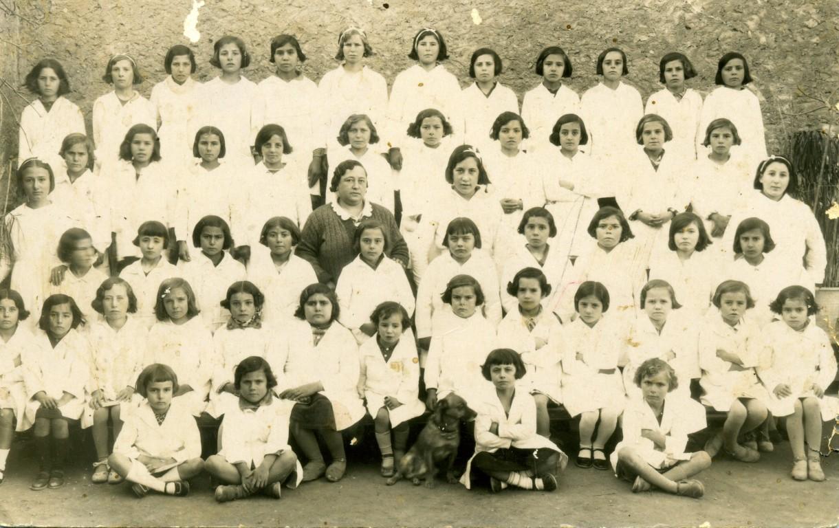 ESCOLA-DE-XIQUETES-1936.-MESTRA-DONYA-VICENTA