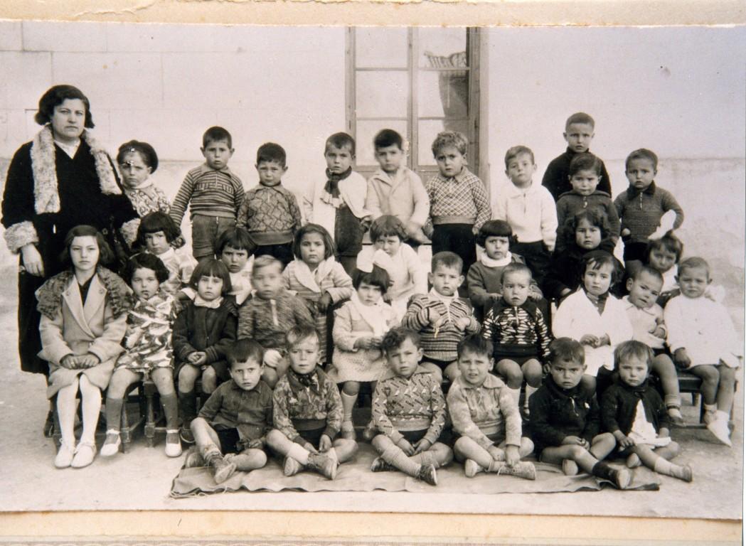 ESCOLA-DE-XIQUETS-I-XIQUETES-1934.-NA-ISABEL