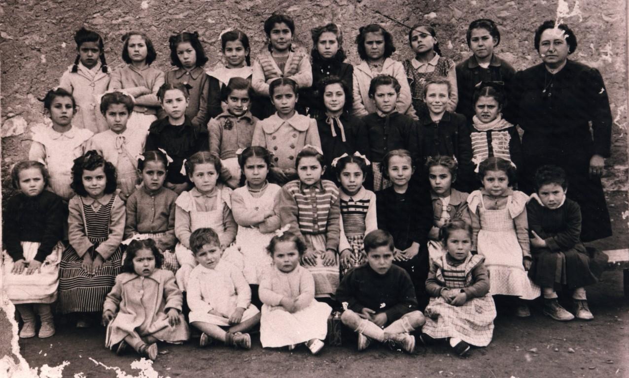 ESCOLA-DE-XIQUETS-I-XIQUETES-1952.-DONYA-VICENTA